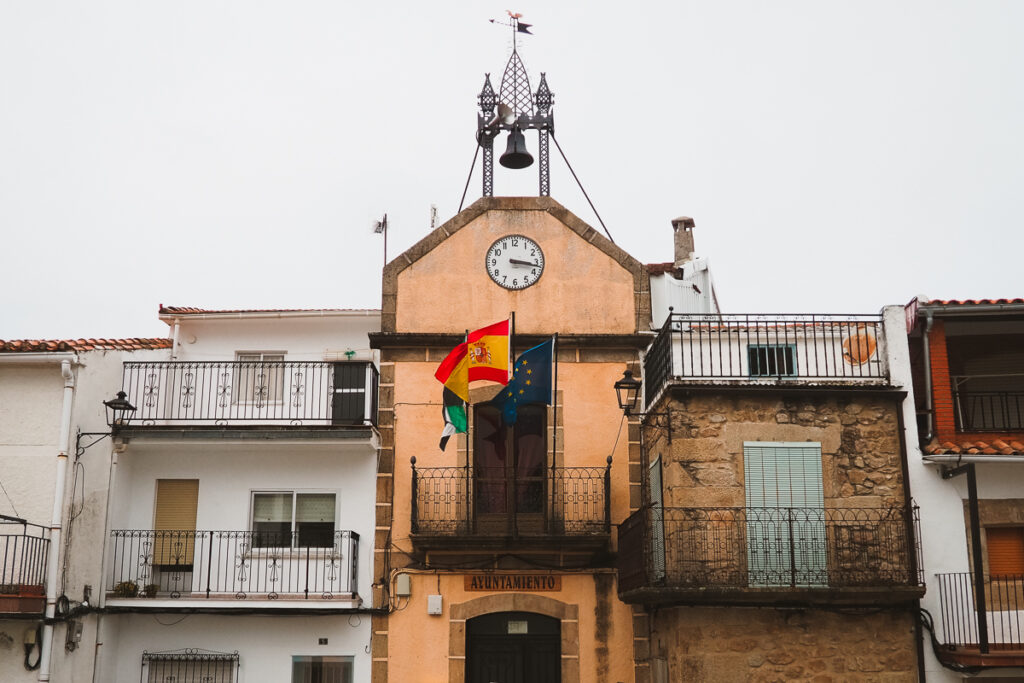 Ayuntamiento de Casas del Monte en el Valle del Ambroz