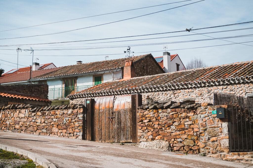 Arquitectura tradicional de la Sierra Norte de Madrid en Manjirón