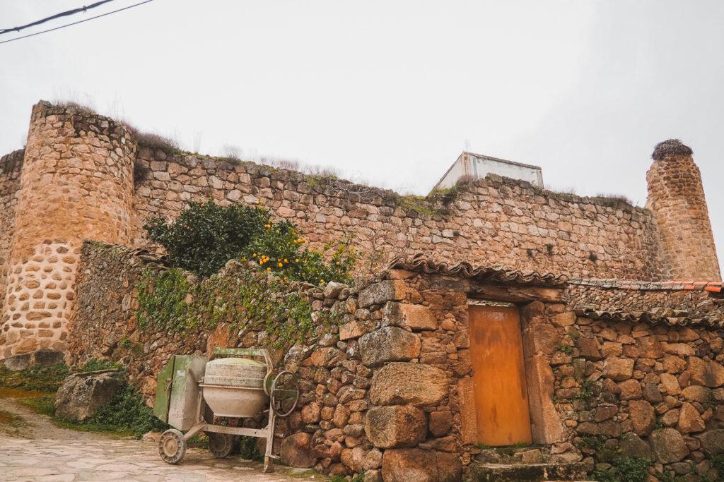 Restos del castillo templario de Segura del Toro