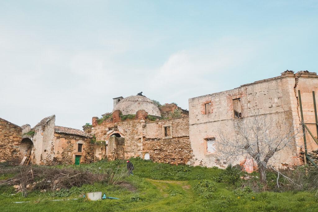 Ruinas del convento de la Bien Parada en Abadía
