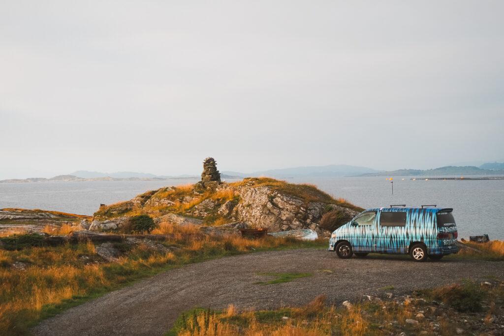 dormir en furgoneta en la naturaleza
