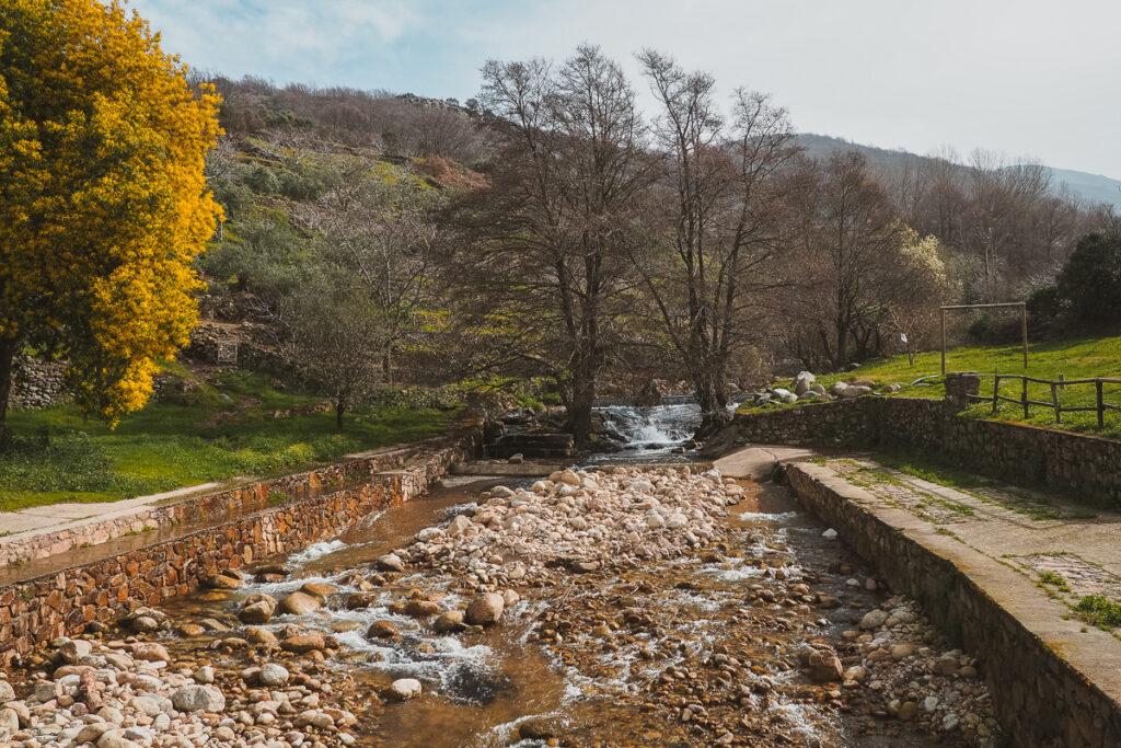 Piscina natural donde refrescarse en Gargantilla
