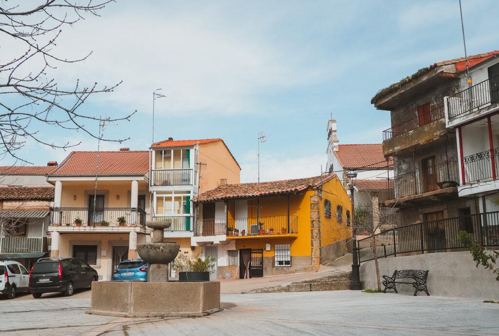 Plaza Mayor de Gargantilla en el Valle del Ambroz