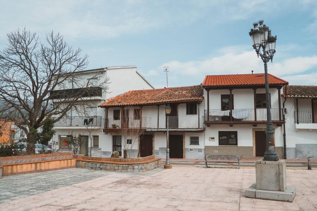 Plaza del Mercado en Aldeanueva del Camino