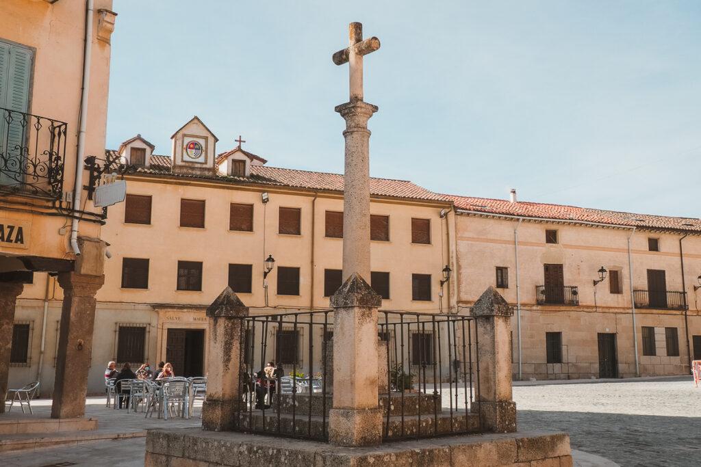 Cruz de Cisneros en la Plaza Mayor de Torrelaguna