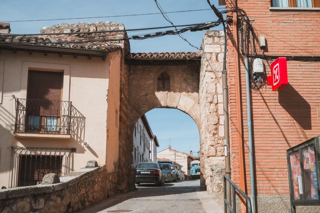 Puerta del Cristo de Burgos en la Calle de la Santísima Trinidad de Torrelaguna