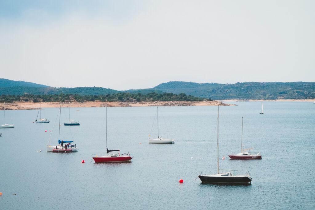 Puerto deportivo del embalse de El Atazar desde la Dehesa del Soto