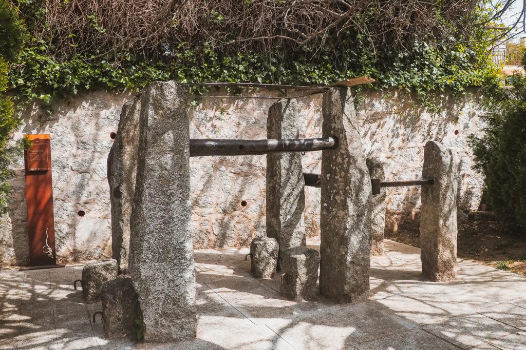 Tradicional potro de herrar de Cervera de Buitrago