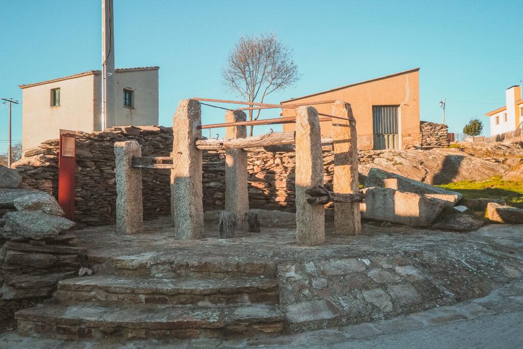 Tradicional potro de herrar de Paredes de Buitrago